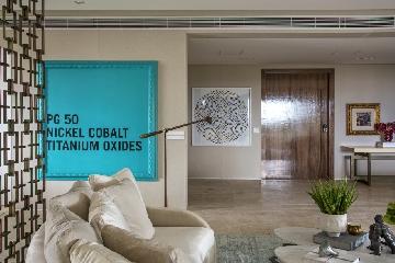 Projeto de Bruno Carvalho com luminária de chão assinada por Jader Almeida.