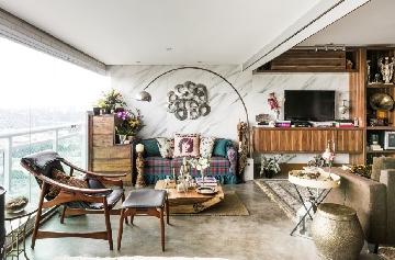 Projeto do escritório TEJ Interiores com  luminária Phoenix Glamour.