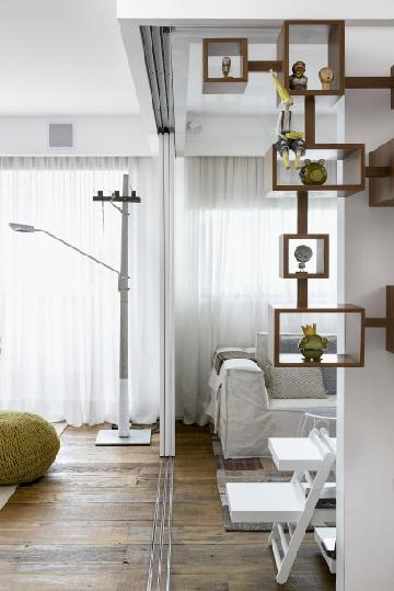 Apartamento com reforma e decoração das arquitetas Flavia Gerab Tayar e Carina Neves.