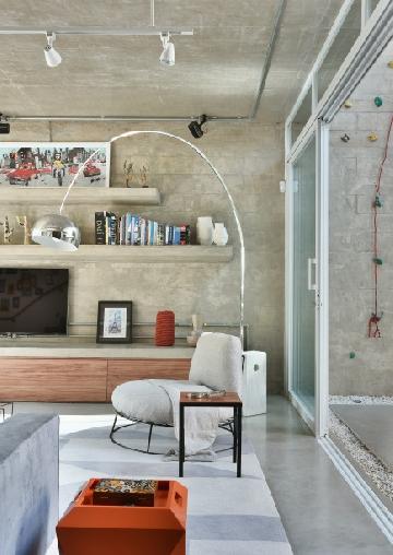 Projeto assinado pelo arquiteto Luiz Paulo Andrade, com luminária da Interlight.