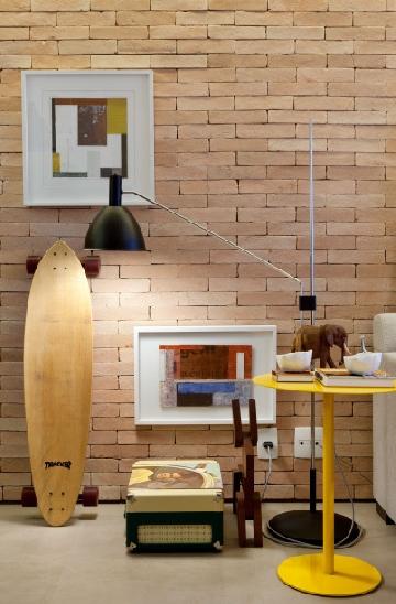 Projeto assinado pelo Très Arquitetura, com luminária Bauhaus, design de Fernando Prado, na Lumini