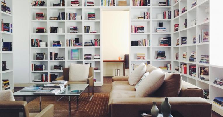 Sete formas para valorizar os livros na decoração