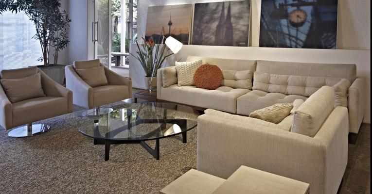 Como combinar sofá com poltrona para criar ambientes com estilo